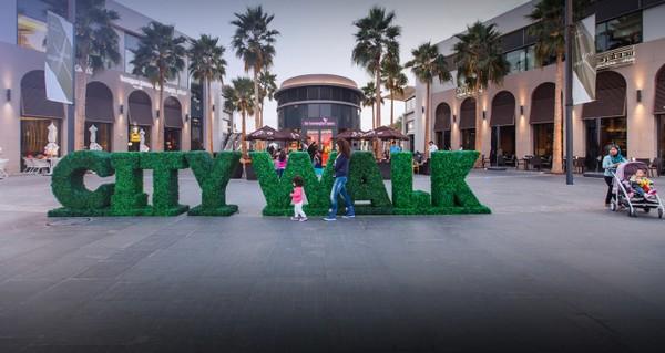 پیاده روی در شهر دبی