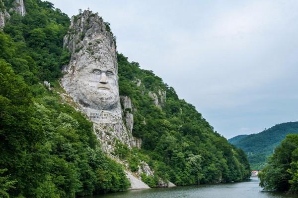 مجسمه سنگی Decebalus