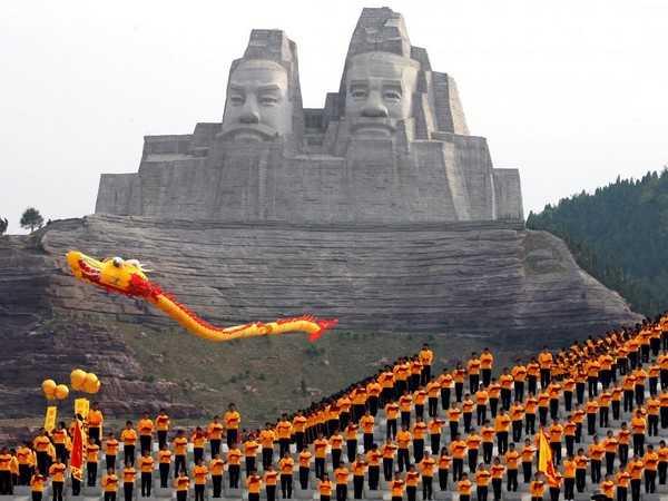مجسمه های امپراتور یان و هوانگ