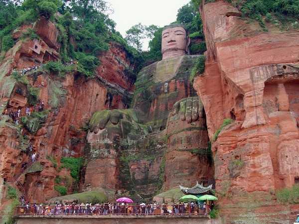 مجسمه غول پیکر Leshan بودا
