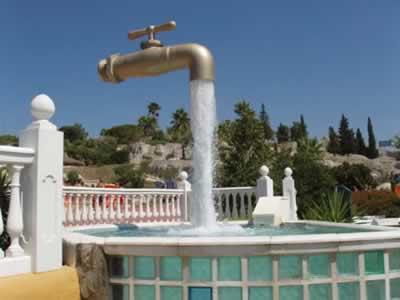 مجسمه شیر آب جادویی