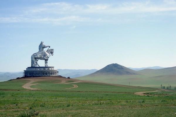مجسمه چنگیز خان