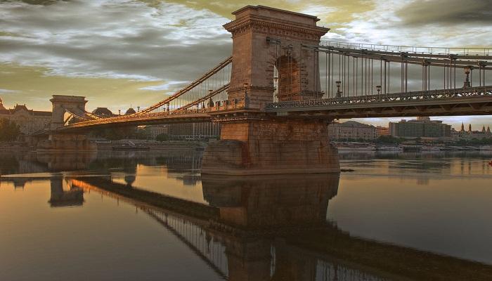 پل زنجیره ای ( بوداپست، مجارستان )