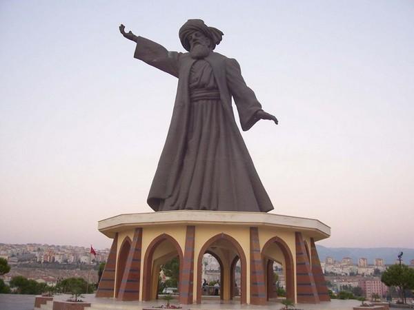 مجسمه مولانا رومی