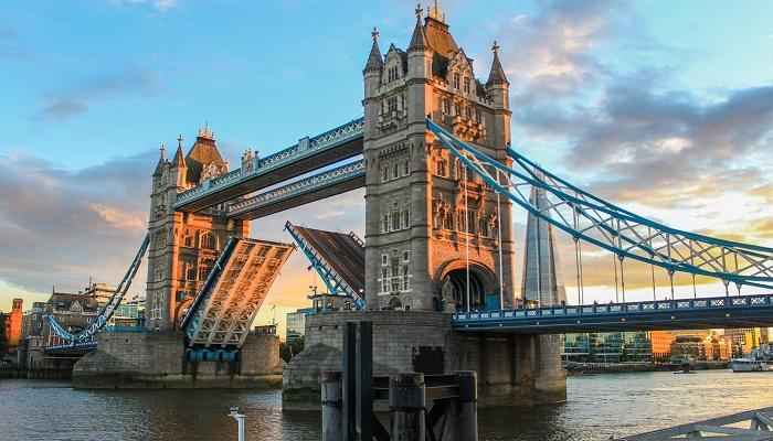 پل برج ( لندن - انگلستان )