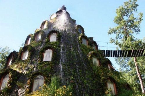 هتل درختی عجیب و غریب