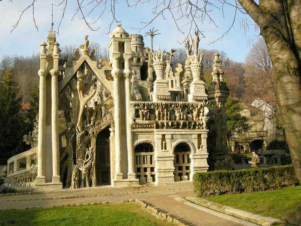کاخ ایده آل، HAUTERIVES، فرانسه