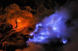 گزارش تصویری از شعله های آبی در آتشفشان کوه Ijen، اندونزی