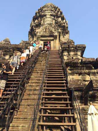 معبد شگفت انگیز آنگکور وات در کامبوج