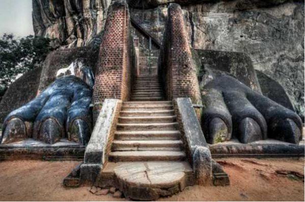 شهر باستانی در صخره سنگی شیر در سریلانکا