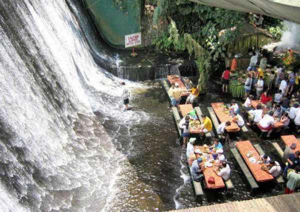 رستوران آبشاری فیلیپین