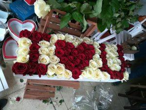 باکس گل شادیچی در خرید گل سوپرایز می کند!