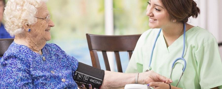 خدمات مراقبت و پرستاری از سالمند در منزل